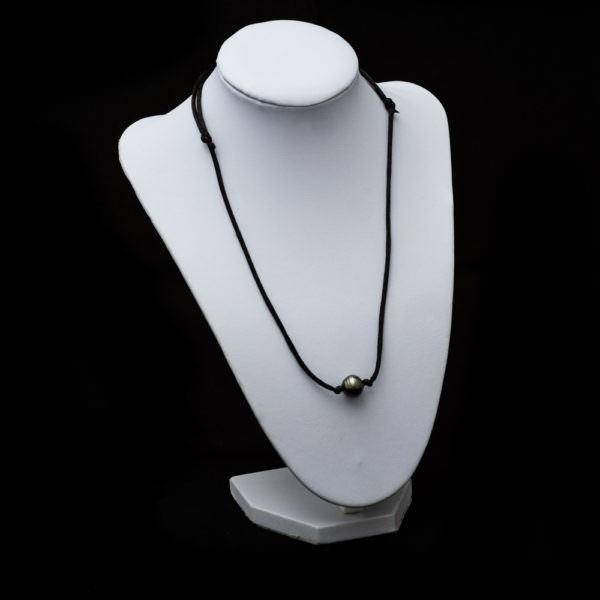 Necklace with baroque pearl