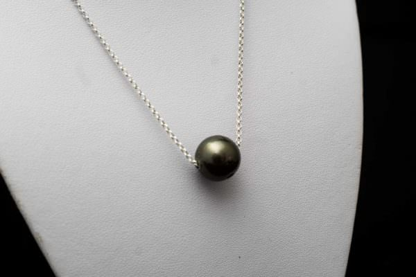 Necklace with Tahitian pearl